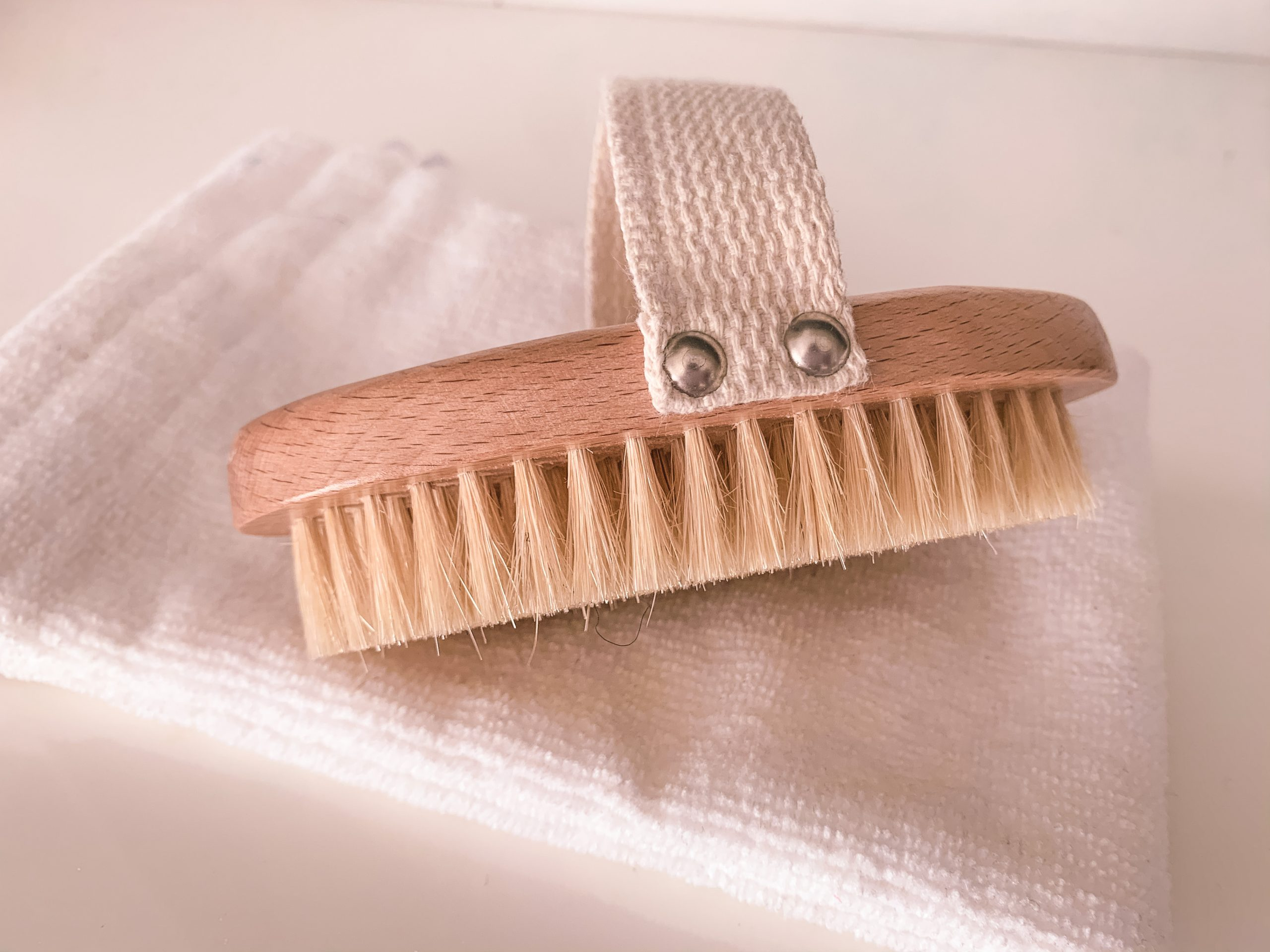 dry_ brushing